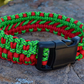 Red and Green Christmas Dog Collar, Lorge or Medium Dog, Macrame