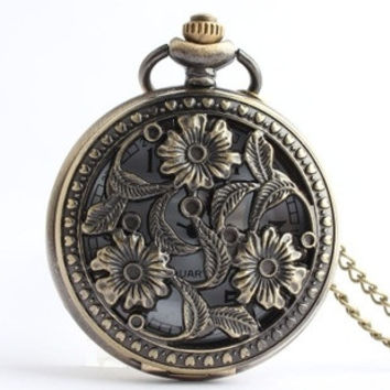 College Wind retro palace large hollow flower green bronze antique pocket watch Tudor Shiying Huai table (Color: Bronze) = 1747745028