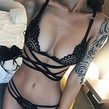 2017 Pretty Sexy Women Embroidery Bra Hollow Out See Though Lace Bra and Panties Sets Sexy Lingerie Lace Underwear