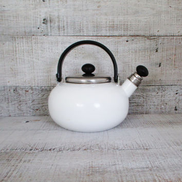 Tea Kettle Enamel Tea Kettle Retro Metal Teapot with Resin Handle Vintage Whistling Tea Kettle White Enamel Teapot Mid Century Kitchen Decor