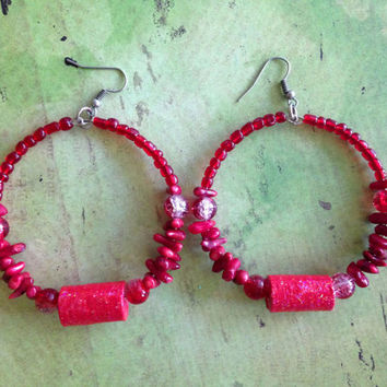 Red Hoop Earrings // Red chip stones // Cracked glass beads