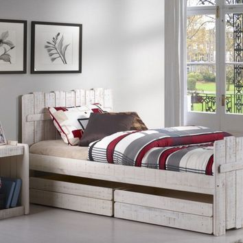Leo Treehouse Bed with Storage
