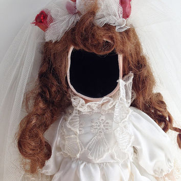 Creepy Doll, Anna Lee the Faceless, Bride Figure, Halloween Prop, Haunted Doll, Halloween Decor, Horror Figure, Spooky Toy