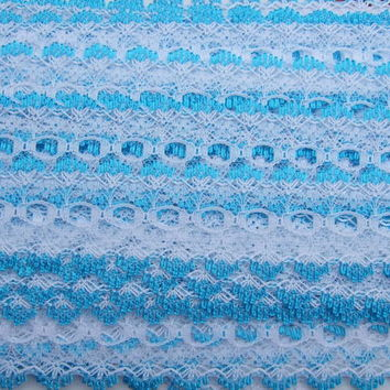 Eyelet knitting in lace - white with turquoise trim