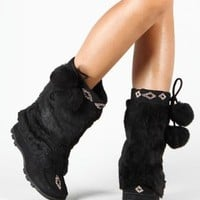 Beaded Mukluks Furry Pom-pom Vegan Boots Black (7.5)