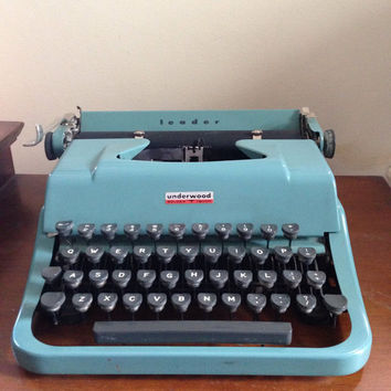 Underwood leader golden touch blue manual working typewriter with case