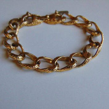 Vintage Monet Ladies 7 inch Gold Tone Link Engraved Chain Bracelet
