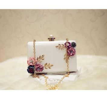 Women Evening Bags 2017 Fashion Flower Beaded Cluch Bag Luxury Party Wedding Chain Shoulder bag Pearl Diamond Switch Purse mini