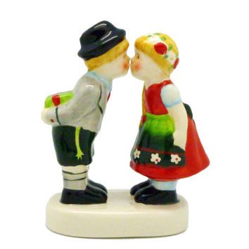 Collectible Figurine German Kissing Couple