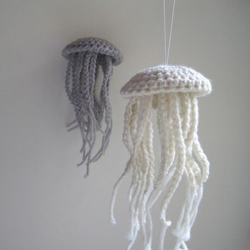 Medium Moon Jellyfish in Unbleached Merino Wool