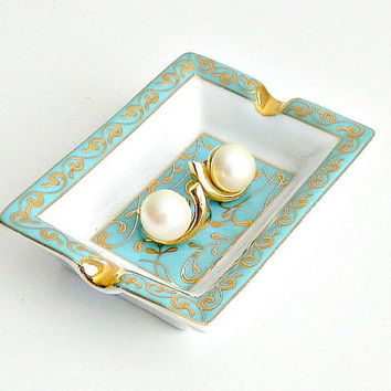 Vintage Pearl Earrings, Clip On Pearl Earrings, Gold Tone Faux Pearl Earrings.