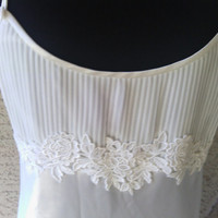 Oscar de la Renta Nightgown cream colored size large empire waist ties in back polyester silky feel ajustable straps upscale lingerie