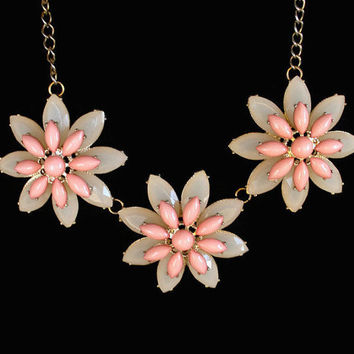 Vintage Daisy Flower Bib Necklace, In Peach And Cream Lucite