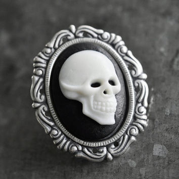 Cameo brooch - skull - gothic / victorian jewelry