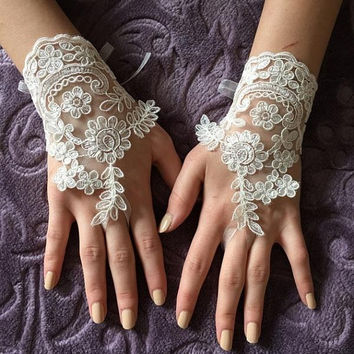 EXPRESS SHIPPING Ivory lace gloves wedding bridal gloves lace  wedding gloves, lace glove, prom party