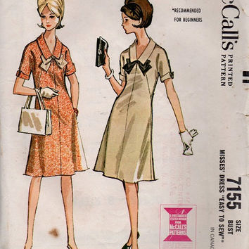 Retro Mod 60s Mini Dress McCall's Sewing Pattern A-line Collar Turn Back Cuffs Casual Day Dress Mad Men Style Bust 32