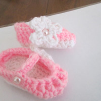 Cute as a button baby bootie slippers.