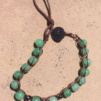 Green peaking glass Bracelet vintage with seashell charm and button clasp