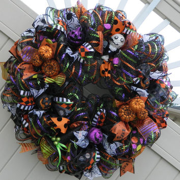 Deco Mesh Halloween Wreath // Halloween Decor // Halloween Decorations