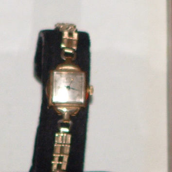 Women's Vintage Bulova Gold Tone Dress Analog Watch ( Repair Needed)