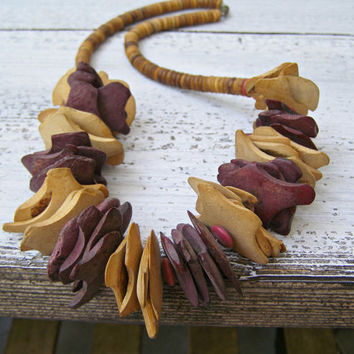 Boho wood disc Necklace, Vintage Chunky boho Jewelry, Coconut Shell, Natural wooden and coconut necklace, Burgundy, Brown, silk road, Autum