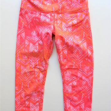 Alo Yoga Airbrush Capri Crop Pants in Guava S