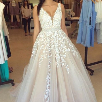 2016 Vintage Puffy A-line Ivory Prom Dresses Long Sexy Deep V Neck Lace Tulle Teens Formal Evening Gowns Custom Made On Sale