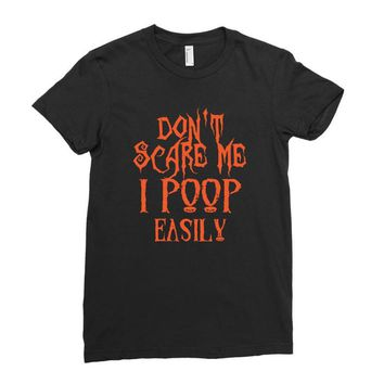 don't scare me i poop easily Ladies Fitted T-Shirt