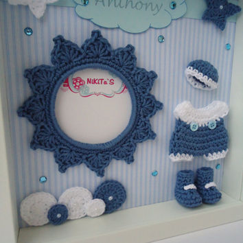 Photo frame with 3D crochet applications - Wall decor to the nursery room - Cute idea for baby shower gift or a special occasion - For Boy