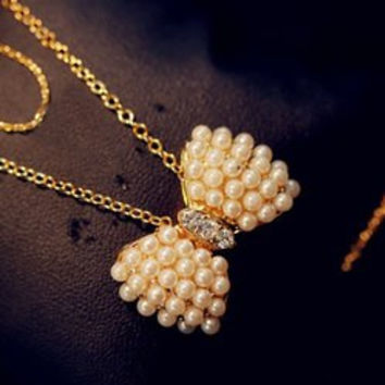 Charming Faux Pearl Embellished Bowknot Pendant Women's Necklace