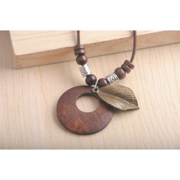 Vintage wooden pendant necklace