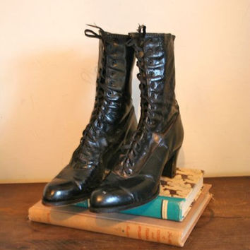 vintage 1900-1910s victorian boots - WITCH black leather lace up boots / sz 5-5.5