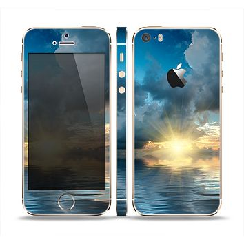 The Calm Ocean Sunset Skin Set for the Apple iPhone 5s