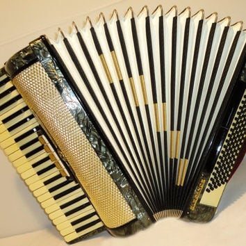 Very Beautiful Vintage Rare German Piano ACCORDION FIROTTI Elegance 120 bass. Very nice sound.  It was almost not used. It is like new.
