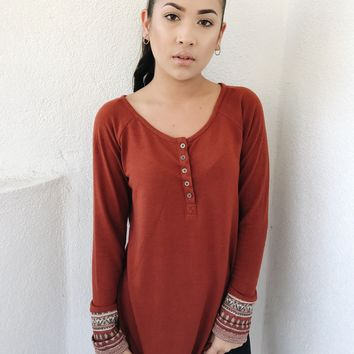 FALL DAYS AZTEC SLEEVE TOP- RUST