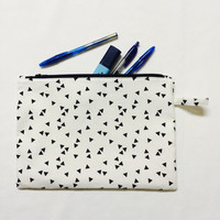 Large cotton zipper pouch, Cosmetic Bag, Pencil Pouch, Zipper Pouch, Fabric Pouch, Gadget bag. White cotton with triangles.