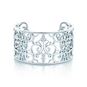 Tiffany & Co. - Tiffany Enchant™ cuff in sterling silver, medium.