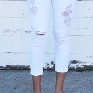 Easy Going White Distressed Skinnies {White}
