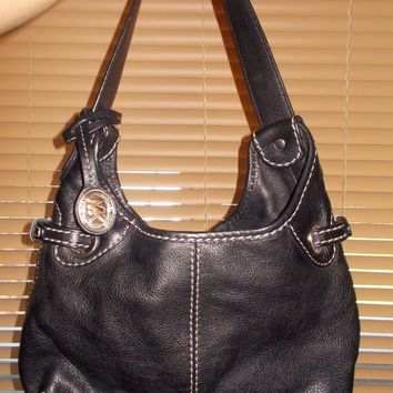 MICHEAL KORS BLACK LEATHER SHOULDER BAG W/MK TAG PURSE CHARM