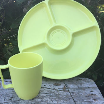 Vintage pastel yellow Hawkeye divided picnic basket plates / mugs, melmac yellow camping plates/ mugs, melamine serving dishes, patio dishes