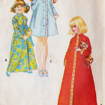 1970s Toddler Girls Robe Vintage Sewing Pattern, Winter Robe,  McCall's 2697 Size 2