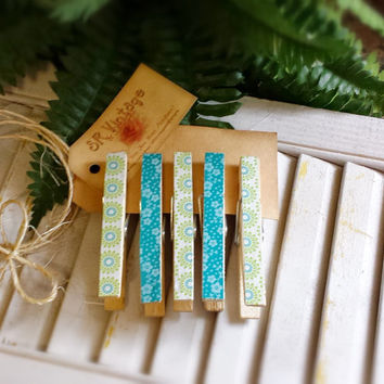 Set of 5 Clothespins, Green Blue White Pattern Paper, Floral, Frig Magnets, Photo Clothesline, Wedding Favors, Home Decor, Vintage Gift Tag