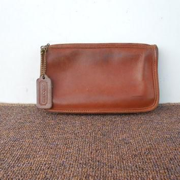 Vintage COACH Pouch , Purse / Distresed British Tan Leather Zippered Wallet Pouch Bag