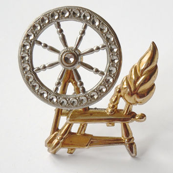 Spinning Wheel Brooch, Mechanical Brooch,Gold Tone Brooch, Novelty Pin,Unusual Jewelry,Lapel Pin,Vintage Jewelry,Sewers Gift,Vintage Jewelry