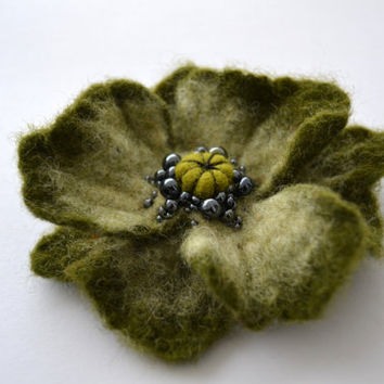 Moss Green Poppy Wool Felted Flower Pin, Opium Poppy, Whimsical Flower Brooch, Floral Statement Accessory, Poppy Pin Brooch, Corsage Brooch