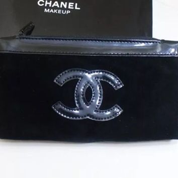 Chanel special cabinet gift cosmetic bag small patent leather velvet hand in hand to carry a zero purse