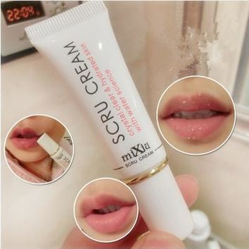 1pcs Propolis Lip Exfoliating Moisturizer Repair Dead Skin Gel of Men and Women Lip Nursing Scrubs (Color: White)