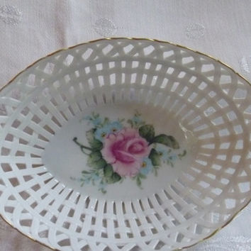 Roses leaves basket weave lattice dish from eau pleine vintage for Maison de la porcelaine