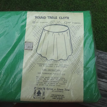 1970s Round Green Cotton Tablecloth in 50/50 Polyester Cotton Blend, 70 Inches, New in Package, Apron Linen Tree, California, Vintage Linens