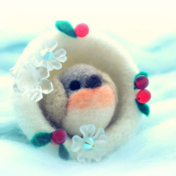 Needle felted robin bird in snowball Christmas decoration, handmade bird Christmas ornament, winter bird in snow with hollies, gift under 25